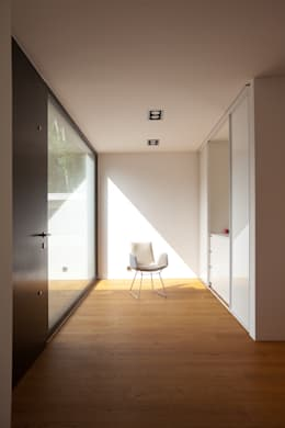 Коридор и прихожая в . Автор – Schiller Architektur BDA