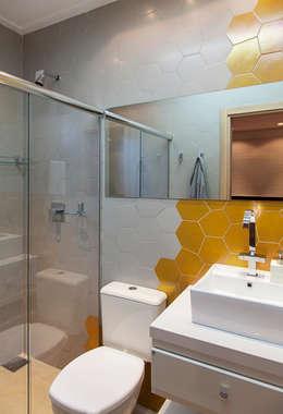 modern Bathroom by ARCA ARQUITETURA
