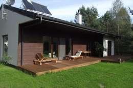 DOM W WARSZAWIE NA BIAŁOŁĘCE: styl nowoczesne, w kategorii Domy zaprojektowany przez Nowak i Nowak Architekci