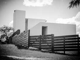 VIVIENDA UNIFAMILIAR: Casas de estilo moderno por CCMP Arquitectura