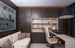 Gabinet: styl , w kategorii Domowe biuro i gabinet zaprojektowany przez Progetti Architektura