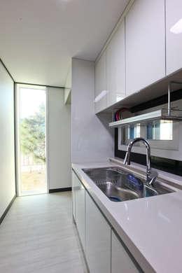 전원주택으로도 손색없는 다가구주택 [경기도 성남 시흥]: 한글주택(주)의  주방