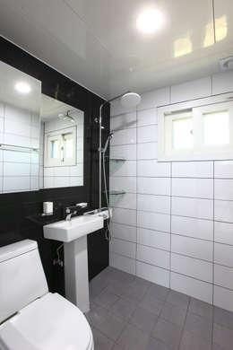 전원주택으로도 손색없는 다가구주택 [경기도 성남 시흥]: 한글주택(주)의  화장실