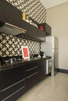 Projekty,  Kuchnia zaprojektowane przez Samaia Arquitetura+Design