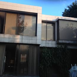 FACHADA TRASERA ANTES DE REMODELACION: Casas de estilo minimalista por Alejandra Zavala P.