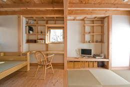 柏の平屋 ねじれ屋根のせ: 千田建築設計が手掛けた書斎です。
