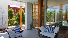 Talar del Lago II: Casas de estilo minimalista por estudio|44