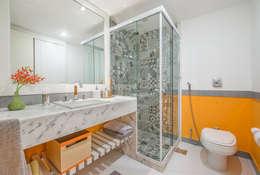 Baños de estilo moderno por Emmilia Cardoso Designers Associados