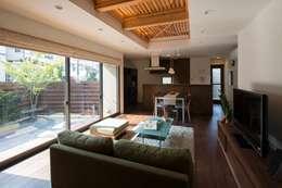 ห้องนั่งเล่น by アトリエ・ブリコラージュ一級建築士事務所