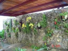 Paisagismo da Artista: Jardins campestres por Emmilia Cardoso Designers Associados