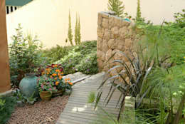 Jardines de estilo rural por Emmilia Cardoso Designers Associados