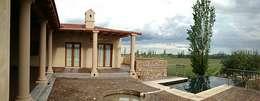 Patio: Terrazas de estilo  por Azcona Vega Arquitectos
