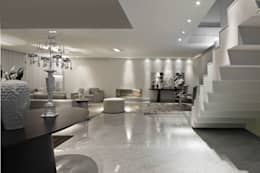 Área da lareira: Salas de estar modernas por Escritório de Design Edwiges Cavalieri