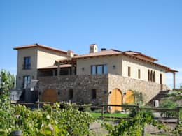 Vista Sureste: Casas de estilo mediterraneo por Azcona Vega Arquitectos