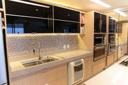 مطبخ تنفيذ Danyela Corrêa Arquitetura