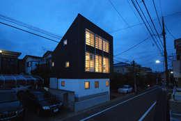世田谷の3層住宅: SUR都市建築事務所が手掛けた窓です。