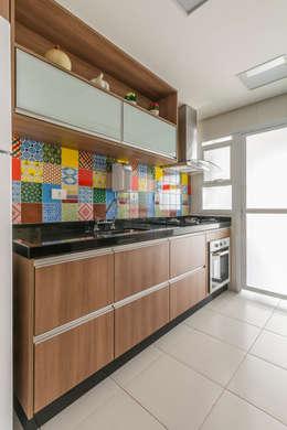 مطبخ تنفيذ Sandra Pompermayer Arquitetura e Interiores