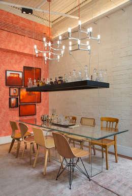 Comedores de estilo ecléctico por Estúdio Barino | Interiores