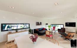 moderne Wohnzimmer von Jeux de Lumière