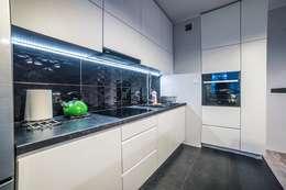 Widok na szafki kuchenne i blaty: styl , w kategorii Kuchnia zaprojektowany przez Mobiliani