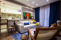 Salas de estilo ecléctico por Estúdio HL - Arquitetura e Interiores