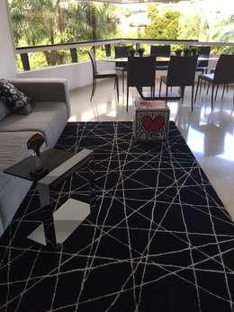 Apto. Los Chorros: Salas / recibidores de estilo moderno por THE muebles