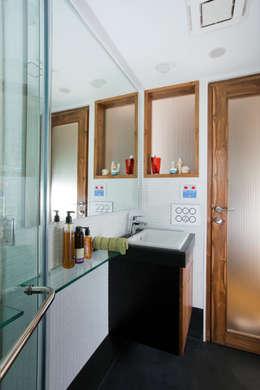 modern Bathroom by Nitido Interior design