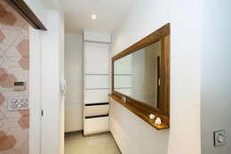 modern Corridor, hallway & stairs by Nitido Interior design