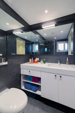 Residential - Lower Parel: modern Bathroom by Nitido Interior design