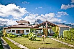country Houses by CARLOS EDUARDO DE LACERDA ARQUITETURA E PLANEJAMENTO LTDA.