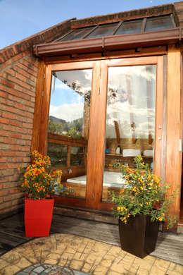 Balcones y terrazas de estilo moderno por Viridis Productos Eco Amigables