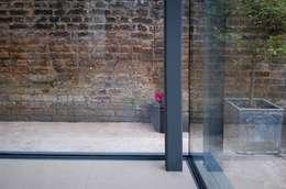 溫室 by Independent Architects