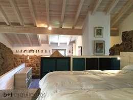 Dormitorios de estilo rural por b+t arquitectos