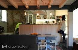 b+t arquitectos: kırsal tarz tarz Mutfak