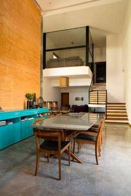 Comedores de estilo moderno por Flavio Vila Nova Arquitetura