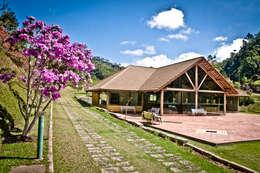Casas de estilo rural por CARLOS EDUARDO DE LACERDA ARQUITETURA E PLANEJAMENTO LTDA.