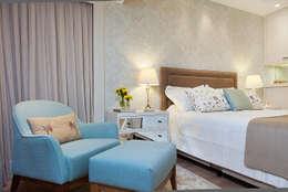 Dormitorios de estilo  por Débora Noronha Arquitetura