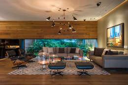 Salones de estilo  por MAAD arquitectura y diseño