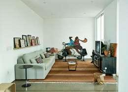 Salas de entretenimiento de estilo moderno por Flavio Vila Nova Arquitetura