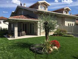 VILLE COLOMBERA: Giardino in stile in stile Moderno di 2P COSTRUZIONI srl