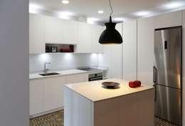 Cozinhas modernas por Línea 3 Cocinas Madrid