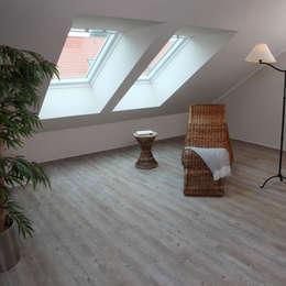 Dormitorios de estilo rústico por Euro-Parkett OHG