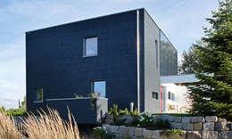 Casas de estilo moderno por SchwörerHaus
