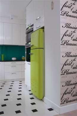 Lodówka: styl , w kategorii Kuchnia zaprojektowany przez RED design