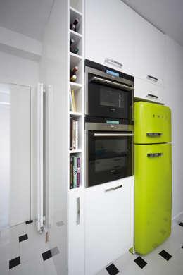 Cucina in stile in stile Moderno di RED design
