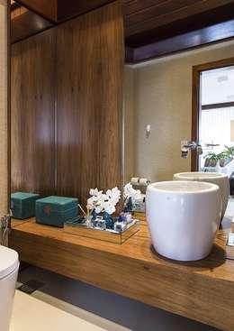 Salle de bains de style  par Flavia Guglielmi Arquitetura