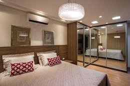 Dormitorios de estilo  por Cabral Arquitetura Ltda.