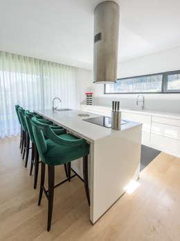 modern Kitchen by NOZ-MOSCADA INTERIORES