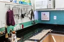 Residência Freguesia - Cozinha: Cozinhas modernas por Adoro Arquitetura