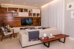 Salas / recibidores de estilo moderno por Adoro Arquitetura